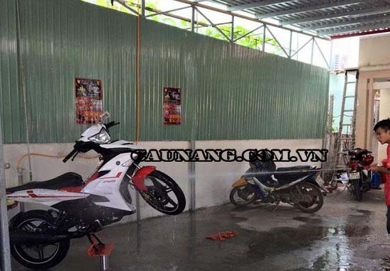 Ben nâng được sử dụng trong cửa hàng rửa xe máy