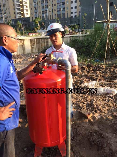 Lắp bình dầu cầu nâng