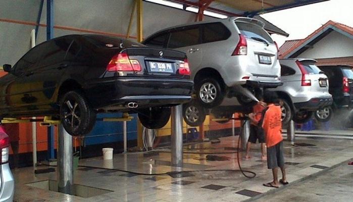 Cầu nâng 1 trụ là thiết bị không thể thiếu trong tiệm rửa xe chuyên nghiệp