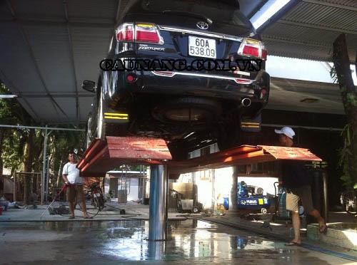 Lắp đặt cầu nâng một trụ tại cửa hàng rửa xe Thành Trung
