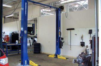 Cầu nâng 2 trụ Titano là lựa chọn lý tưởng để đầu tư cho các gara ô tô chuyên nghiệp