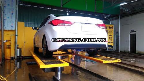 Cầu nâng 1 trụ sử dụng trong các tiệm rửa xe ô tô