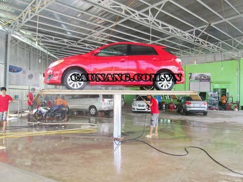 Cầu nâng rửa xe 1 trụ được sản xuất tại Trung Quốc có giá thành thấp hơn
