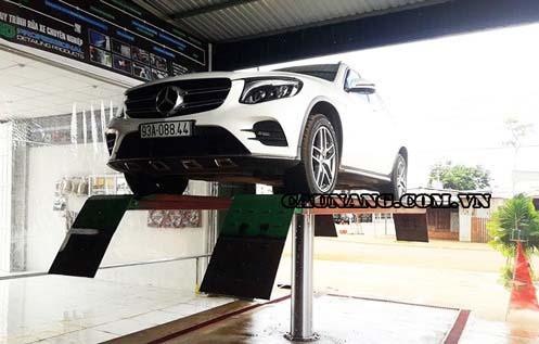 Cầu nâng 1 trụ được lắp đặt rất nhiều tại các tiệm rửa xe ô tô