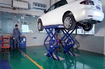 Dùng cầu nâng cắt kéo trong lĩnh vực sửa chữa xe ô tô