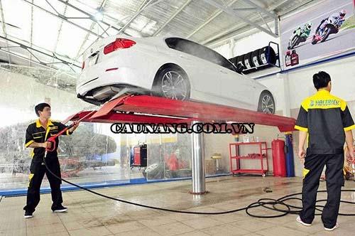 Sử dụng cầu nâng 1 trụ trong việc rửa xe