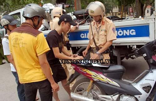 Nên chấp hành đúng luật khi tham gia giao thông để tránh bị xử phạt