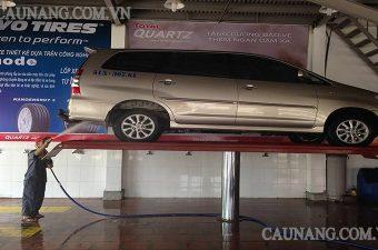 Cầu nâng 1 trụ chuyên rửa xe ô tô là thiết bị quan trọng trong sửa chữa, rửa xe.